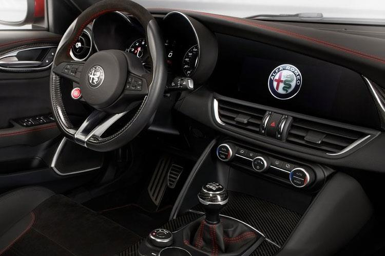 Alfa Romeo Giulia Saloon 2.2 TD 160PS Super 4Dr Auto [Start Stop] [Driver Assistance Plus] inside view